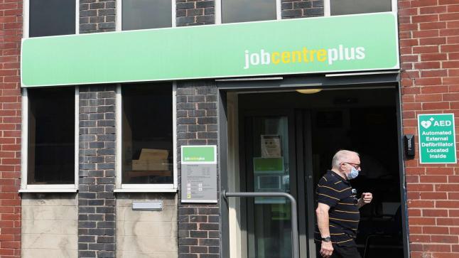 أعداد الموظفين في بريطانيا تقترب من مستوى ما قبل كورونا